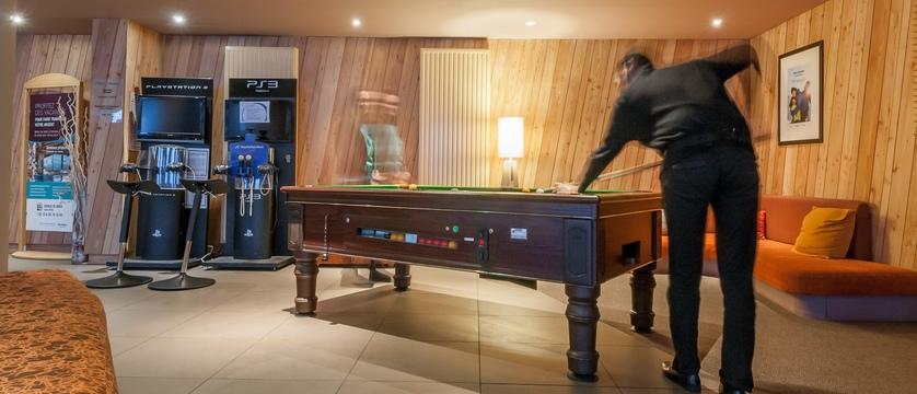 france_avoriaz_les-crozats-apartments_games-room.jpg